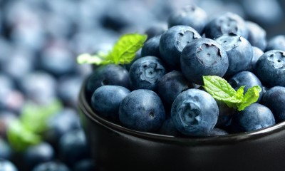super food blueberries in a bowl